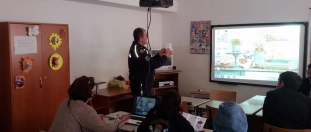Предавања полицајца Банета за улазак матураната у свет одраслих