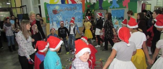 Новогодишњи пакетићи за ученике и приредба у знак захвалности