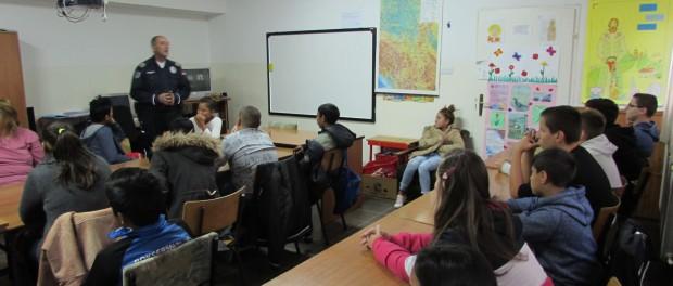 Предавања за ученике – Полиција у служби грађана